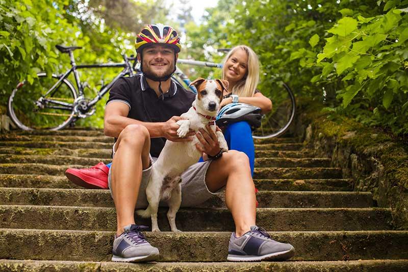 Radwanderer mit Hund
